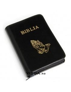 Biblia - Format mic - Neagra - In piele cu fermoar - Maini in rugaciune