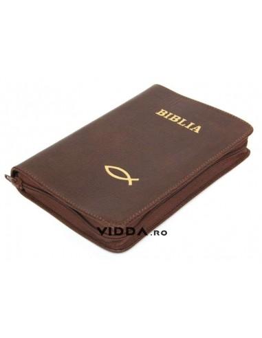 Biblia - Format mediu - Maro inchis - In piele cu fermoar - Peste auriu