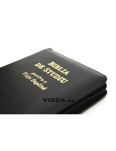 Biblia de studiu pentru o viata deplina cu explicatii - Margini aurii - Index de cautare - In piele cu fermoar - Neagra 3